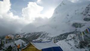 AP_Nepal_earthquake_avalanche_bc_150426_16x9_608